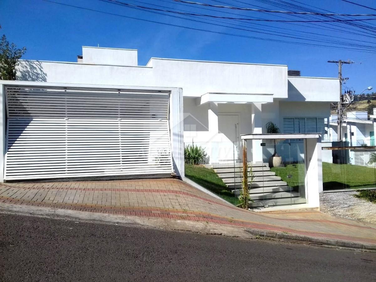 CASA ALTO PADRÃO NO BAIRRO INDUSTRIAL.